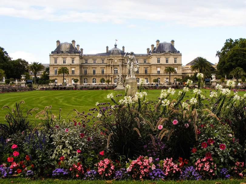 Luxembourg gardens is the world's most perfect picnic spot - eat cheap in Paris